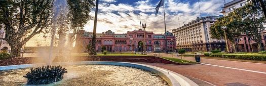 Casa rosada from plaza de mayo crop