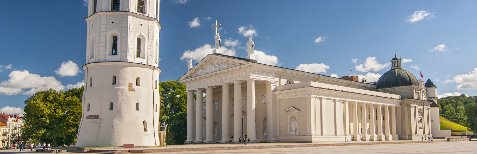 Vilnius audio tour: Walk the old town of Vilnius: from Cathedral Square to the Gate of Dawn