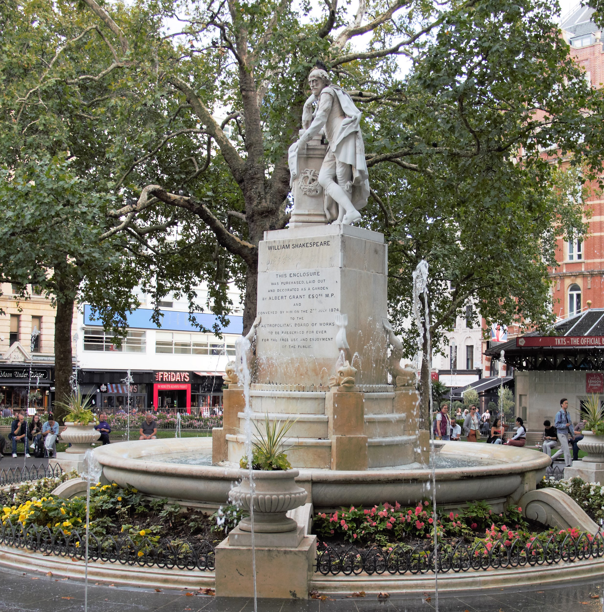 William Shakespeare Statue on London audio tour Theatreland Tour with Ian McKellen
